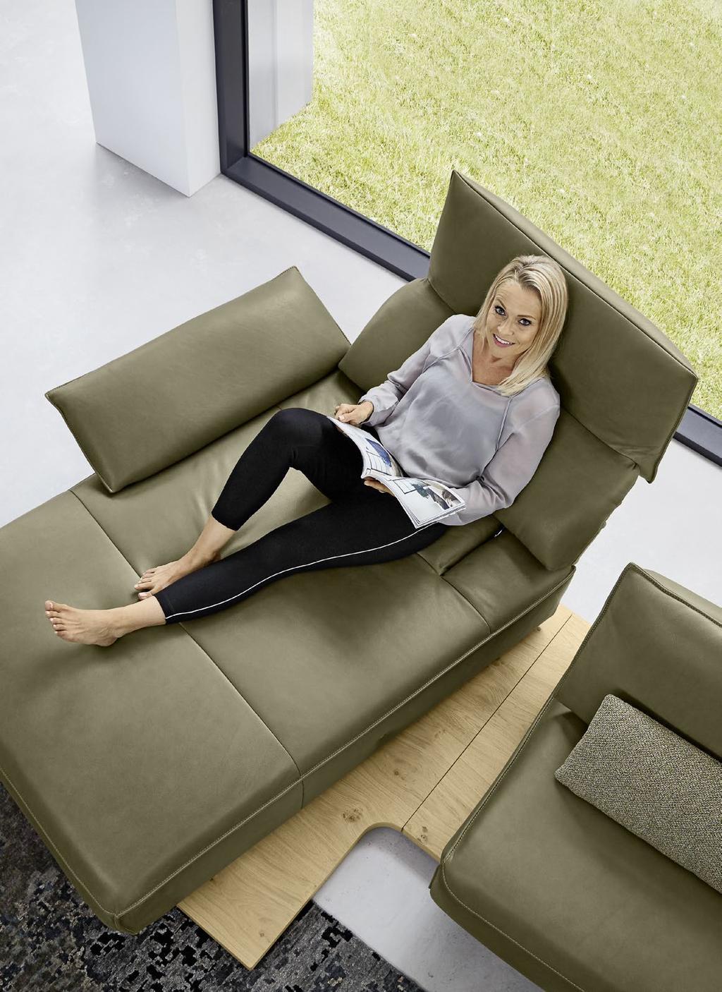 Sitzen und Relaxen in einer neuen Dimension. Sit and relax in a new dimension. L R 320 EMISSIONSKLASSE für Möbel Emission class for furniture Sitzmöbel / seating furniture Hersteller-Nr.