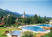 The Hinkelsteinbad offers a water slide, sports, fun, kiddy and paddling pools, pit-pat and a café on the panoramic terrace.