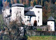 Gemütliche Burgschänke und Sonnenterrasse. Searching for the roots of the Gastein people, you cannot overlook Klammstein Castle. Until the 16 th century, an administrative and judicial seat.