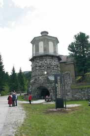 The monument displays many rarities such as furnaces and smelters, a lime kiln, water wheel. Self-guided Miners Trail to the mining area. Mitte Mai bis Ende Sept.