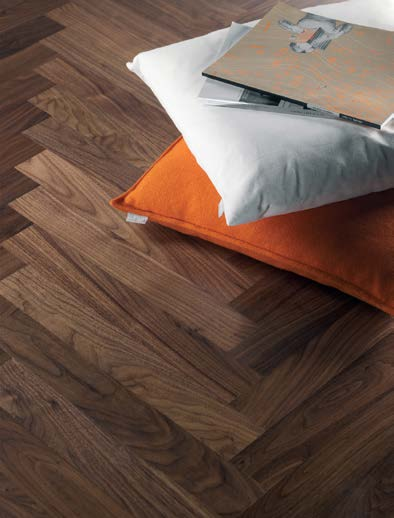 16 SATIN INTENSIVE AND SPOT REMOVAL SATIN 17 This very hard-wearing factory-applied 6 layer silk finish considerably reduces the care requirements and increases the durability of the parquet floor.