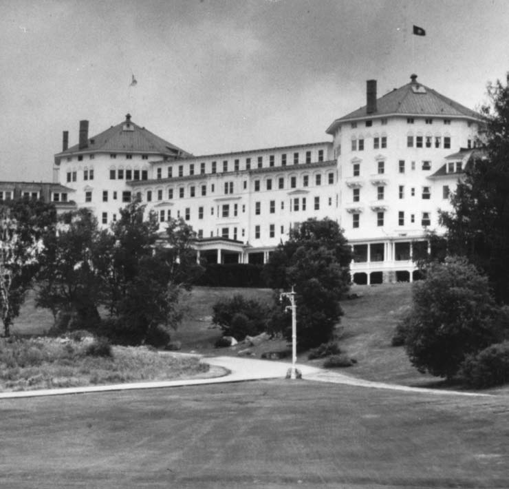 Mount Washington Hotel, Bretton Woods, United States Courtesy of the IMF Archives, Washington DC The Bretton Woods era Central bank cooperation at the BIS between the end of the Second World War and