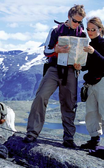 THE MOUNTAIN CODE 6 BERGREGEL 6 Use map and compass Verwenden sie Karte und Kompass Memurutunga, Jotunheimen.