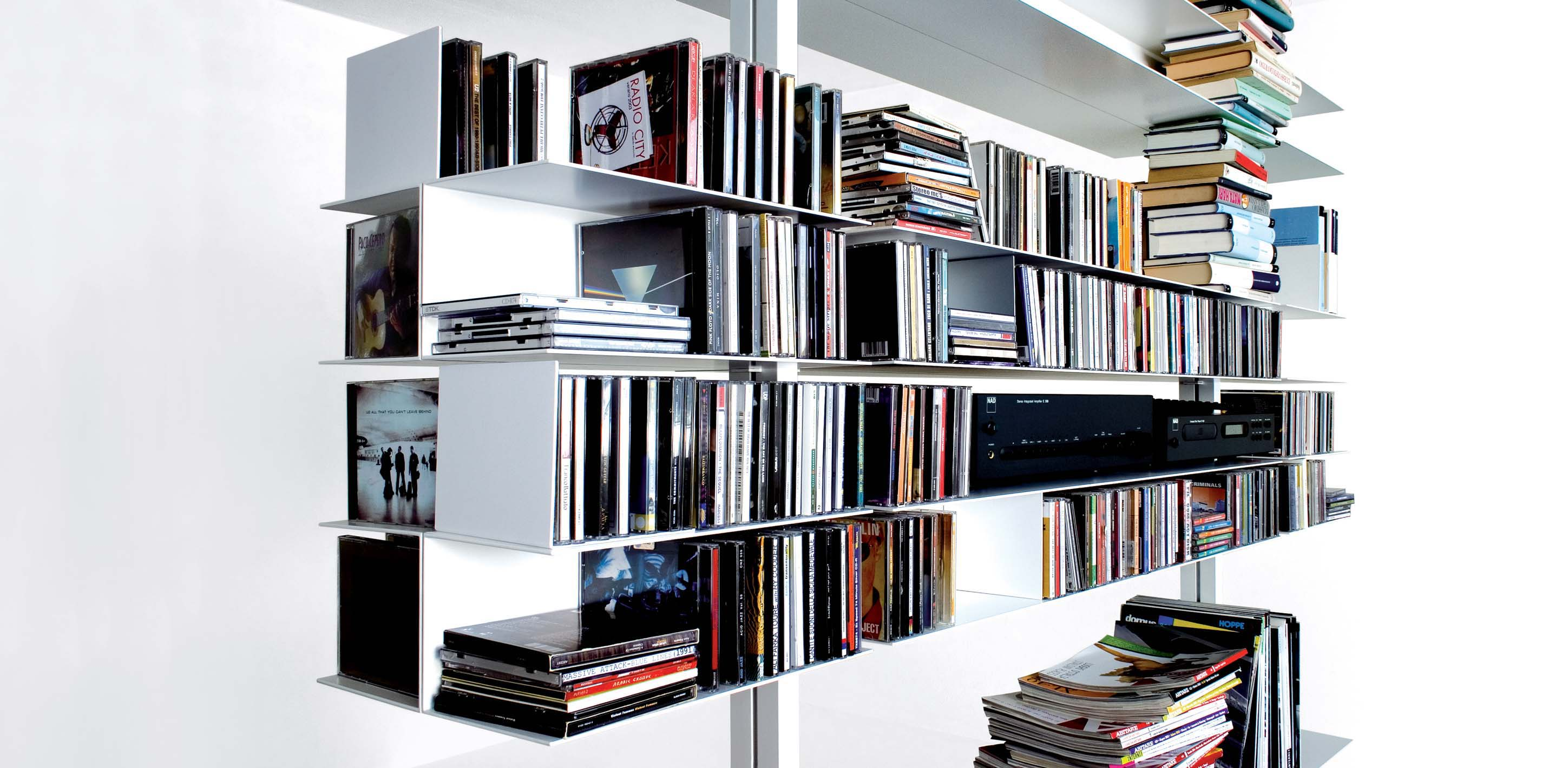 extendo extendable profiles with white aluminium C12 finish + double extruded aluminium shelves for symmetrical composition on both sides, CD racks and bookends, all elements with white aluminium C12