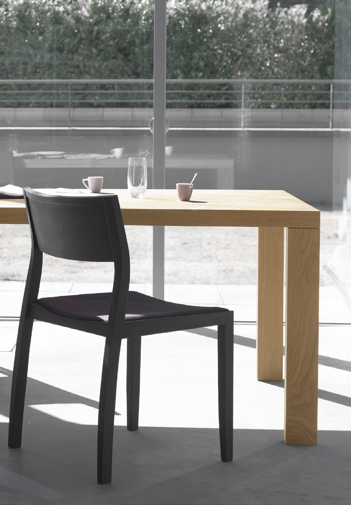table Essenza designer Willem van Ast eng ned de The Essenza is a solid wooden table with a pure and elegant design.