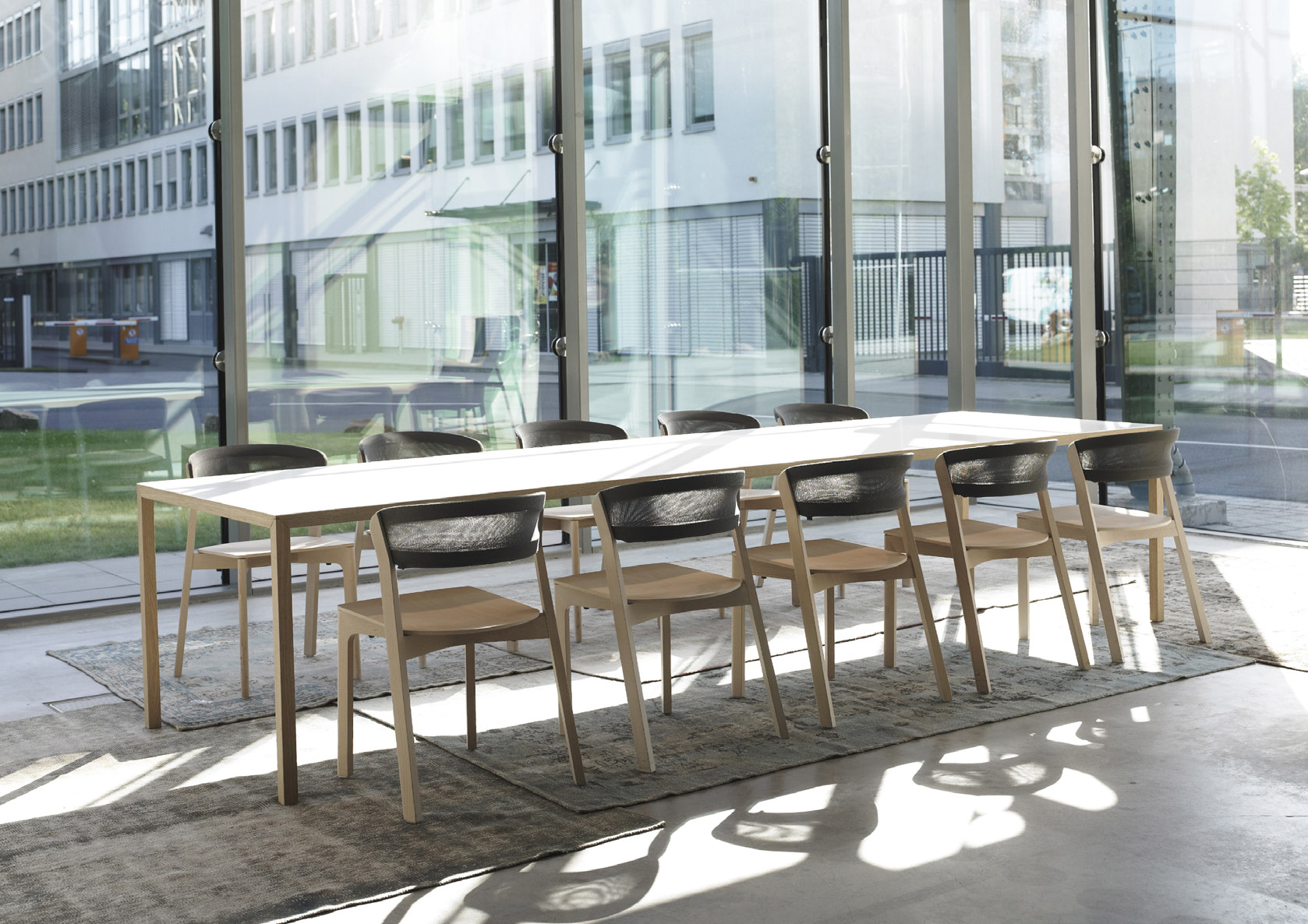 chair Café chair material solid beech, 3D-knitted fabric table Slim+ material steel veneered with