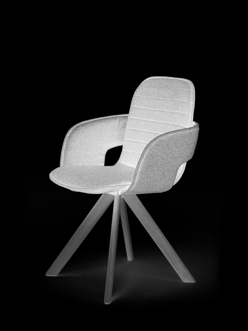 chair Flux designer Jorre van Ast eng ned de The Flux is a contemporary chair with a modern and extremely comfortable construction. Furthermore, this chair can be applied in many different ways.