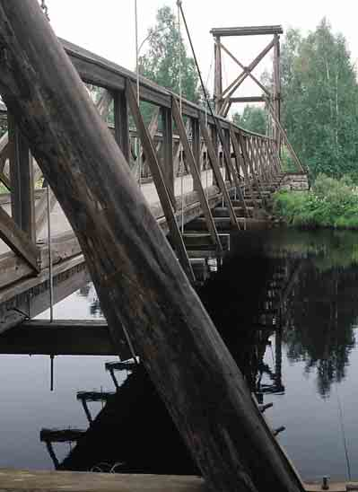 The lovely wooden bridge over Fuluälven, built in 1923, is an excellent example of the engineering skills of the day.