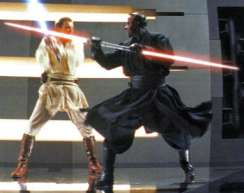 Vor lauter Wut tötet Obi-Wan Kenobi Darth Maul in dem er im die Beine abhackt. http://img2.wikia.nocookie.net/ cb20070612200432/jedipedia/de/images/4/48/darth_maul_vs_obi- Wan.
