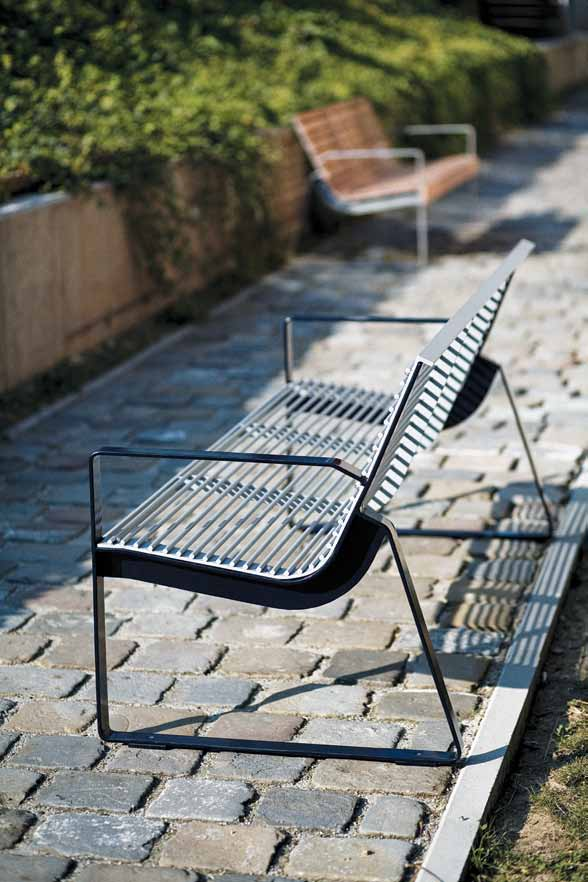 preva urbana Combining style with outstanding ergonomics creating a surprisingly comfortable bench.