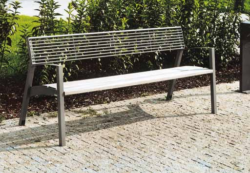 vera LV170 / 171 / 172 Park bench with backrest Banc de parc avec dossier Parkbank mit Banklehne steel structure, seat made of wooden boards, backrest made of steel or stainless steel round grids