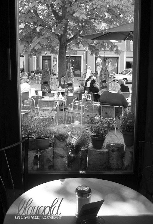 CINEMA / August 2004 (T)raumschiff Surprise - Periode I start 22.07.2004 I, Robot start 05.08.2004 King Arthur start 19.08.2004 Yu-Gi-Oh: Der Film start 26.08.2004 Girls Club start 26.08.2004 Die Kühe sind los start 02.