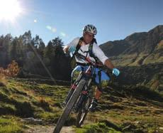 The mountainbike freeride options are divided into three sections. There is an uninterrupted 12 km trail from the Alpincenter down into the valley with a difference in altitude of 1500 metres.