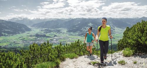 LÖWNWANRWOCH LION S HIKING WK Wanderkarte Wandersocken Almjause WANRN OHN GPÄCK HIKING WITHOUT LUGGAG 6 Tage Ü/F oder HP im Z in gemütlichen Pensionen oder 3* Hotels 5 beeindruckende Wandertage
