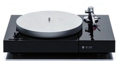 12 kg - Manually operated sub-chassis beltdrive turntable - Solid split chassis (wood + piano lacquer, varnish nish) - 3-phase external-rotor-motor - Electronically