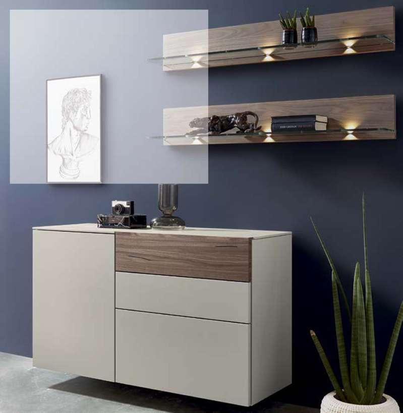 Have a closer look: the accent front of the upper drawer KOMMODE CHEST 4124111 (KOMMODE) (CHEST) 4123 (HÄNGEBESCHLAG) (WALL-MOUNTING BRACKET) 2 X 5100 (WINKELBORDE OHNE BELEUCHTUNG) (ANGULAR